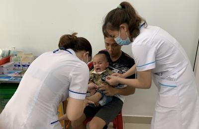 Phát hiện sớm và chăm sóc trẻ bị bệnh tay chân miệng